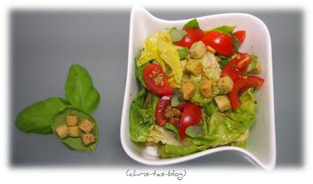 Knorr Croutinis zum Salat geben