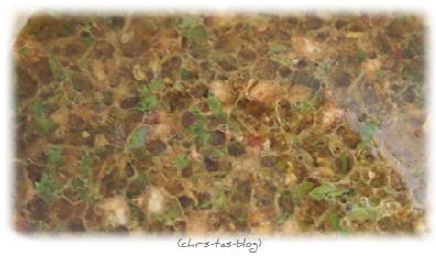 Knorr Salat-Krönung wird mit Wasser und Öl angerührt