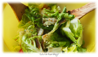 Knorr Salat-Krönung zum Salat geben