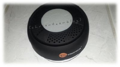 Lautsprecher per Saugnapf auf den Fliesen befestigen