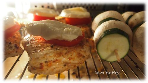 Marinierte Putensteaks und Zucchini-Champignons-Spieß im Backofen