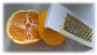 Orangen auspressen und Schale abreiben