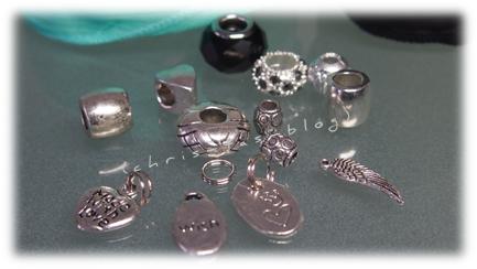 verschiedene Perlen für das Seiden-Wickelarmband