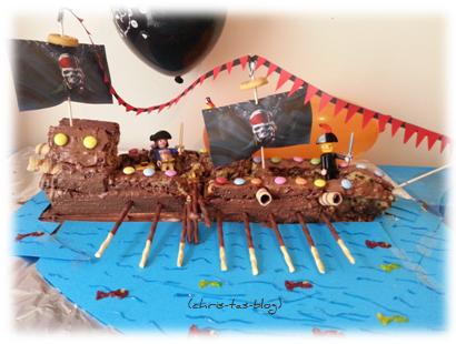 Piratenschiff-Kuchen zum Kindergeburtstag