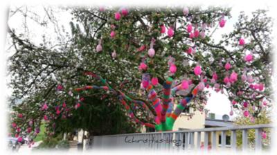 Plüscheier am Baum