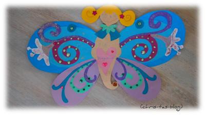 Schmetterling aus Tonpapier gebastelt