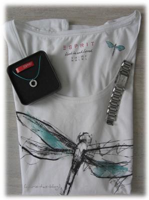 Schmuck und Shirt von Esprit
