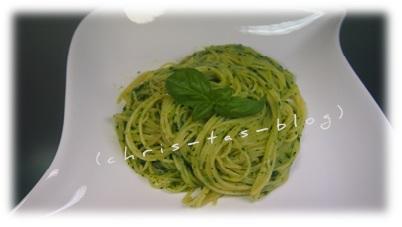 Spaghetti mit Basilikum-Bärlauch-Pesto
