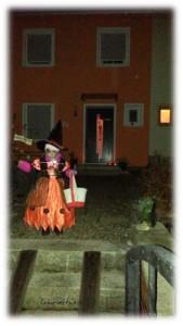 Virginia als Hexe Halloween