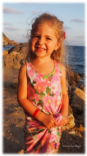 Virginia am Strand von Ibiza