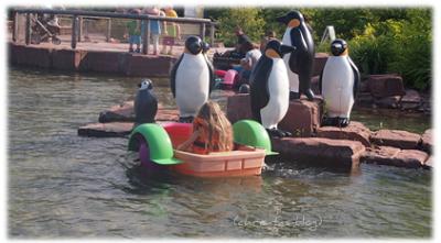 Virginia beim Paddelboot fahrn im Playmobil Funpark