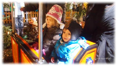 Virginia und Brooklyn im Kinderkarussell