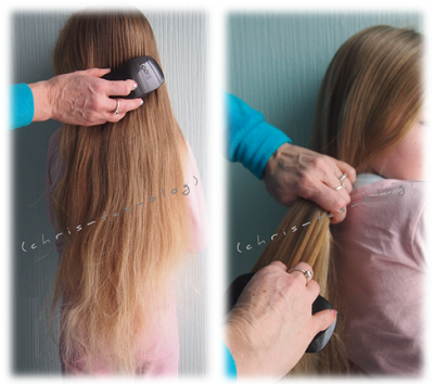 Virginia´s Haare werden mit der ikoo brush gebürstet