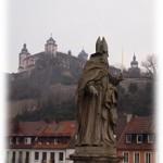 Blick von der Alten Mainbrücke auf die Festung Marienberg Würzburg