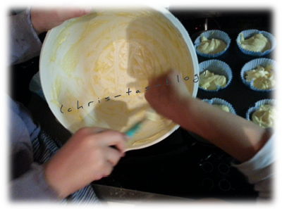 Mit den Enkelkindern Cupcakes backen