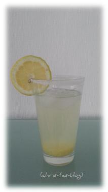 Zitronenlimonade aus Zitronensirup herstellen