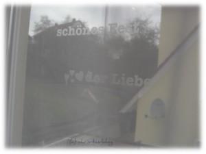Fenstertattoos angebracht - tolle Motive gibt es bei Lovala