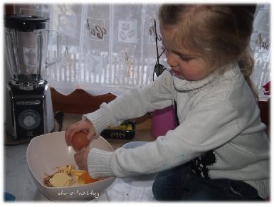Virginia beim Kekse-backen