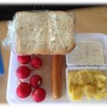 Würsten und Kartoffelsalat in den Emsa Clip & Close Dosen