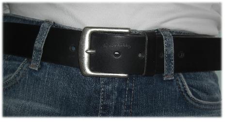 toller Ledergürtel in schwarz passend zur Jeans