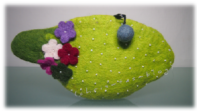 grünes Filztäschchen