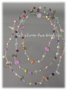 viele bunte Perlen: Perlenkette lang