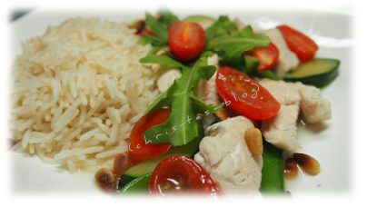 nachgekocht - Hähnchenpfanne auf Reis mit Zucchini und Tomaten