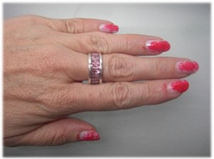 Nagellack essence colour and go Nr. 115 aufgetragen