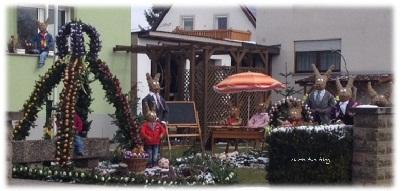 Osterhasen Familie im Garten