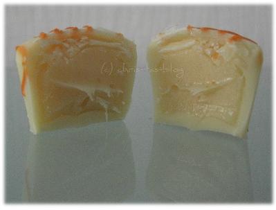 fruchtige Trüffeltöpfchen aus weißer Schokolade mit fruchtigem Inhalt