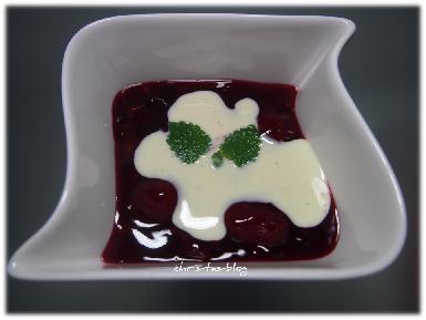 Rote Grütze mit Vanillesauce von Zum Dorfkrug, Dessert, Nachspeise