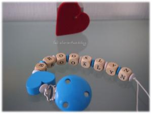 Namens-Schnullerkette mit blauem Clip und blauem Herz