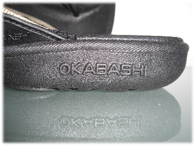 Logo Okabashi auf den Kultsandalen