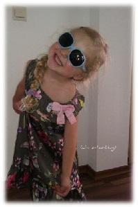 Virginia mit ihrer neuen Sonnenbrille