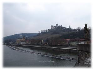Der Main in Würzburg mit der Festung Marienberg