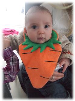 Baby-Latz in Karottenform