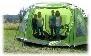 Endlich ist das Zelt aufgebaut